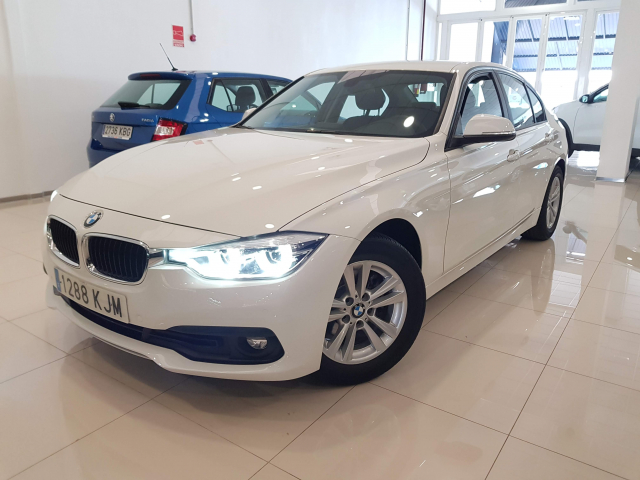 BMW SERIE 3  318d 4p. for sale in Malaga - Image 2