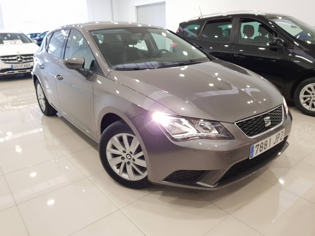 SEAT LEON León 1.2 TSI 110cv StSp Reference 5p. for sale in Malaga - Image 1