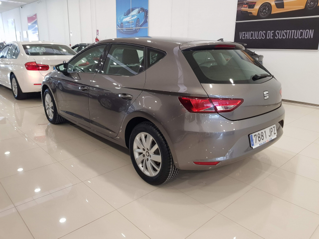 SEAT LEON León 1.2 TSI 110cv StSp Reference 5p. for sale in Malaga - Image 3
