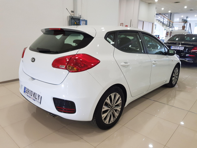 KIA CEED  1.4 CVVT 100cv Drive 5p. de ocasión en Málaga - Foto 4