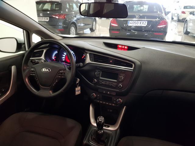 KIA CEED  1.4 CVVT 100cv Drive 5p. de ocasión en Málaga - Foto 8