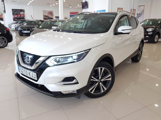 NISSAN QASHQAI  dCi 81 kW 110 CV NCONNECTA 5p. for sale in Malaga - Image 2