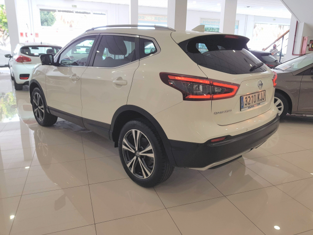 NISSAN QASHQAI  dCi 81 kW 110 CV NCONNECTA 5p. for sale in Malaga - Image 3