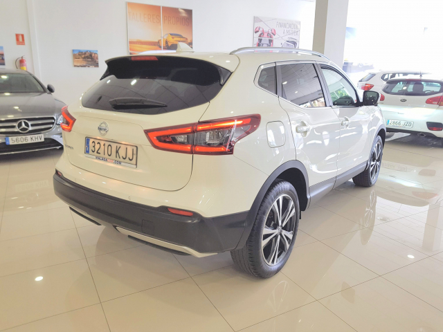NISSAN QASHQAI  dCi 81 kW 110 CV NCONNECTA 5p. for sale in Malaga - Image 4
