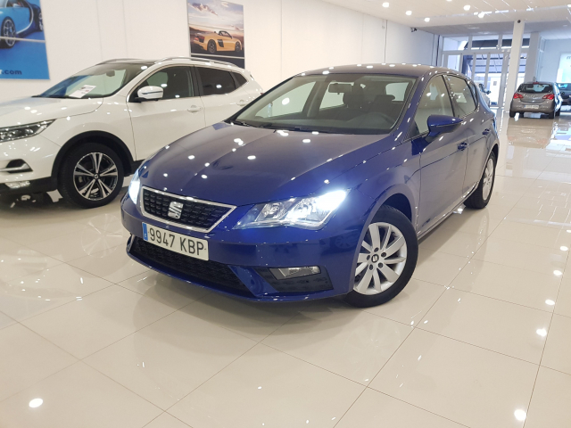 SEAT LEON León 1.2 TSI 81kW 110CV StSp Reference 5p. for sale in Malaga - Image 2