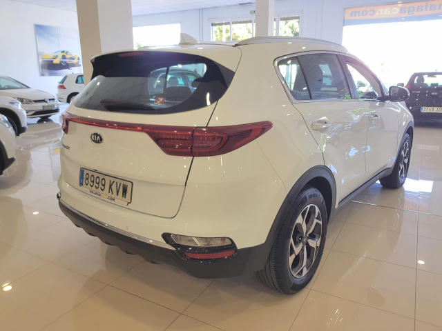 KIA Sportage 1.6 CRDI 115CV Drive 4x2 5p. for sale in Malaga - Image 4