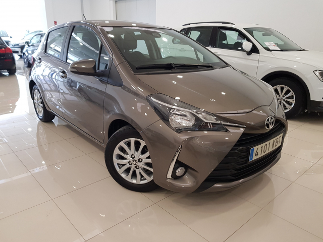 TOYOTA YARIS  70 CITY 5p. for sale in Malaga - Image 1