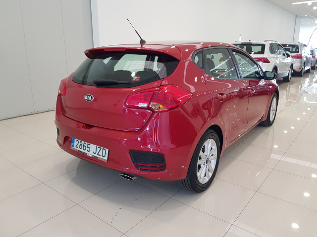 KIA CEED  1.4 CVVT 100cv Drive 5p. for sale in Malaga - Image 4