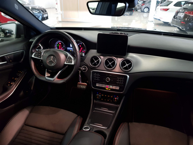 MERCEDES BENZ GLA  180 AMG AUT for sale in Malaga - Image 7