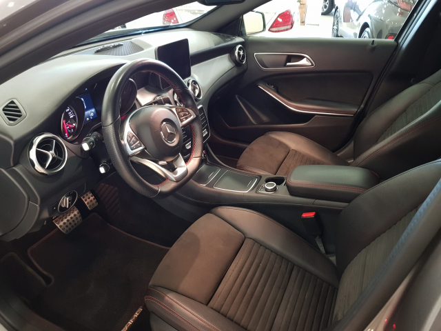 MERCEDES BENZ GLA  180 AMG AUT for sale in Malaga - Image 9