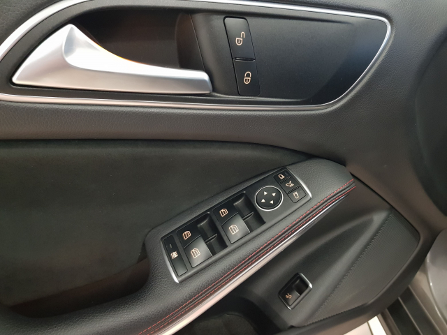 MERCEDES BENZ GLA  180 AMG AUT for sale in Malaga - Image 10