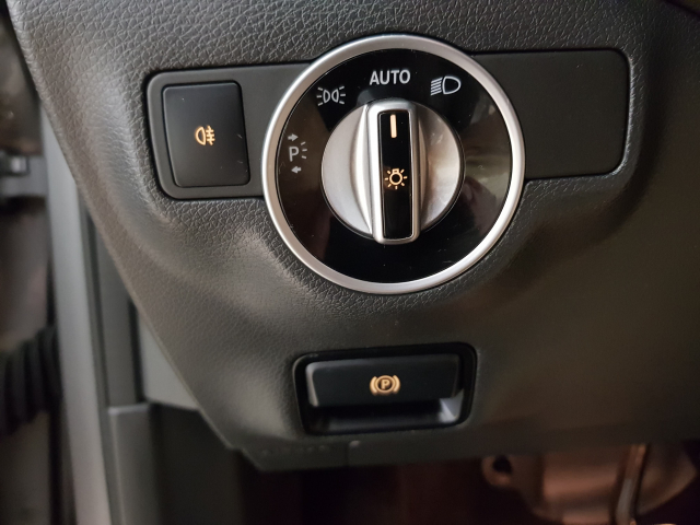 MERCEDES BENZ GLA  180 AMG AUT for sale in Malaga - Image 11