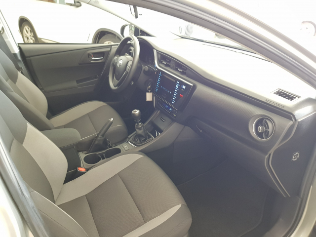 TOYOTA AURIS  1.4 90D Business 5p. for sale in Malaga - Image 8
