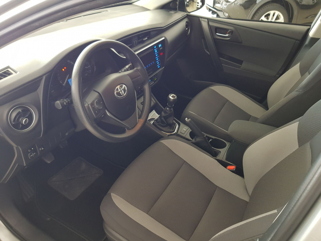 TOYOTA AURIS  1.4 90D Business 5p. for sale in Malaga - Image 9