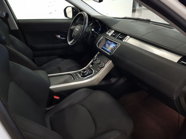 LAND-ROVER RANGE ROVER EVOQUE  2.2L TD4 150CV 4x4 Pure Auto. 5p. for sale in Malaga - Image 8