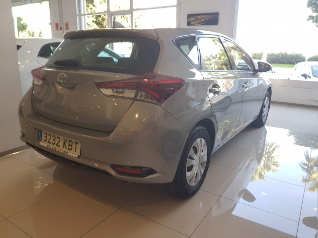 TOYOTA AURIS  1.4 90D Business 5p. for sale in Malaga - Image 4